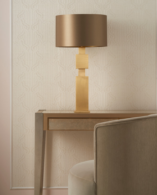 Gold-table-with-lamp